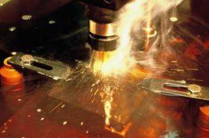 اصول ماشینکاری به روش اسپارک یا EDM - روش های تولید، براده برداری به روش اسپارک - دستگاه صنعتی اسپارک - محیط پلاسما - تخلیه الکتریکی - حذف المان