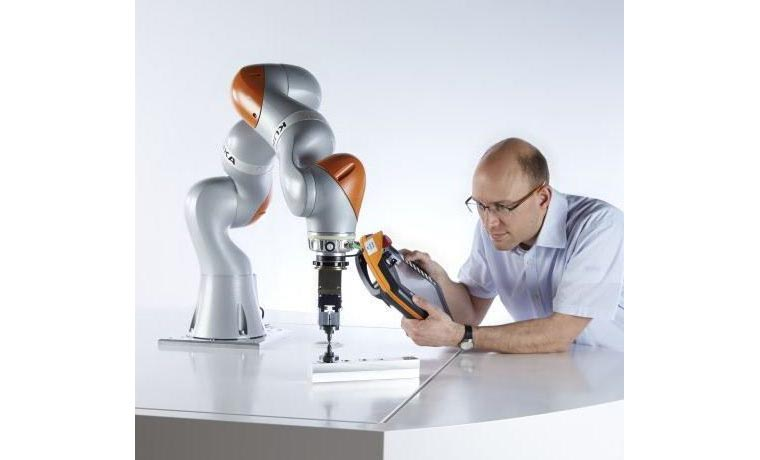 ربات LBR IIWA 14 R820 محصول شرکت کوکا